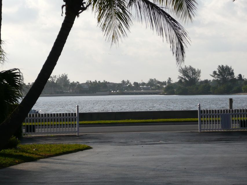 Additional photo for property listing at 3705 S Flagler Drive  West Palm Beach, Florida 33405 United States