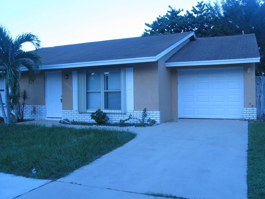 واحد منزل الأسرة للـ Sale في 5933 Ithaca Circle W 5933 Ithaca Circle W Lake Worth, Florida 33463 United States