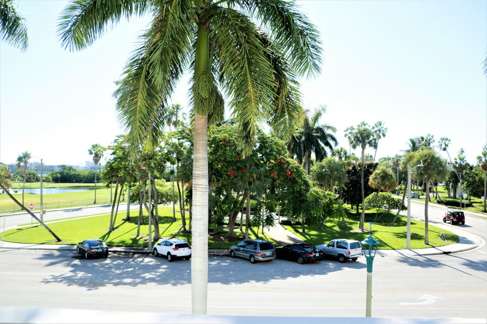 Additional photo for property listing at 1 N Golfview Road 1 N Golfview Road Lake Worth, Florida 33460 United States