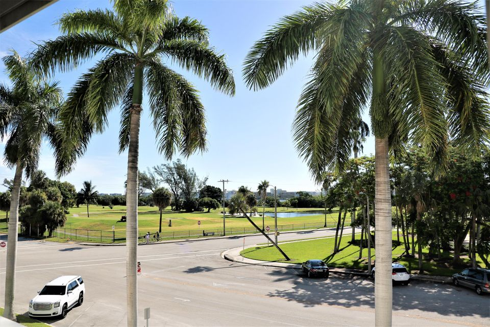 Additional photo for property listing at 1 N Golfview Road 1 N Golfview Road Lake Worth, Florida 33460 Estados Unidos