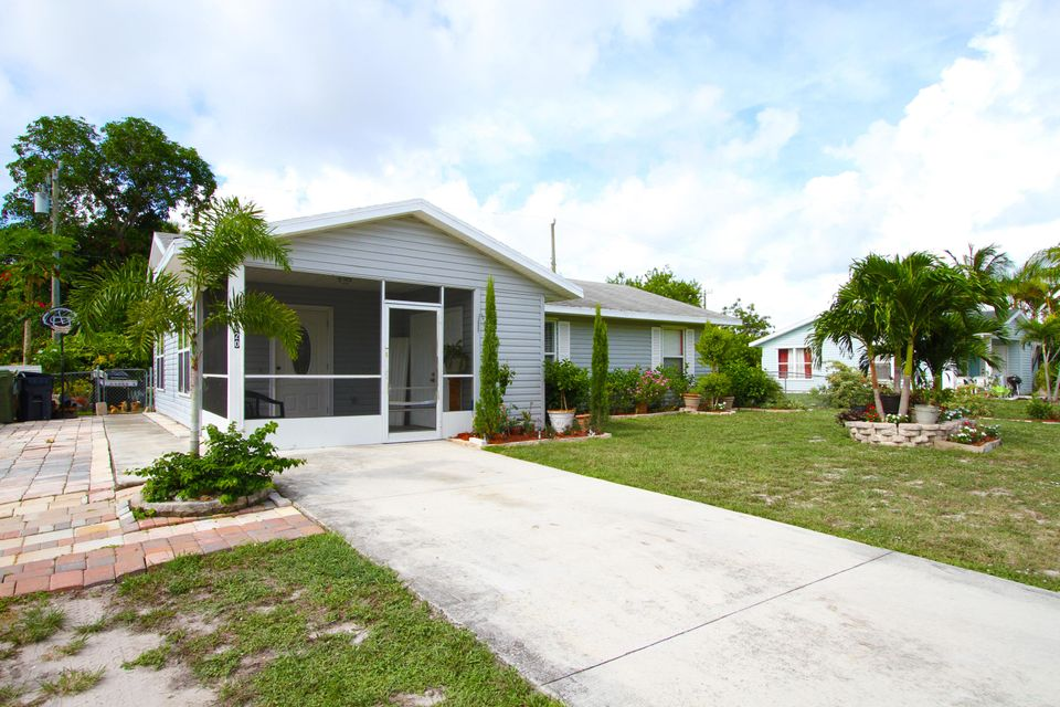 House for Sale at 820 SE 15th Street 820 SE 15th Street Stuart, Florida 34994 United States