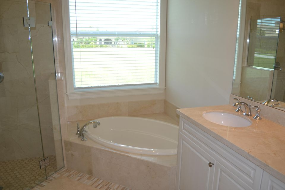 Additional photo for property listing at 125 SE San Priverno 125 SE San Priverno Port St. Lucie, Florida 34983 United States