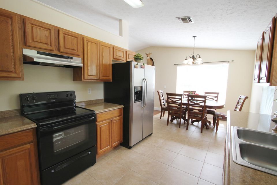 Additional photo for property listing at 820 SE 15th Street 820 SE 15th Street Stuart, Florida 34994 Vereinigte Staaten