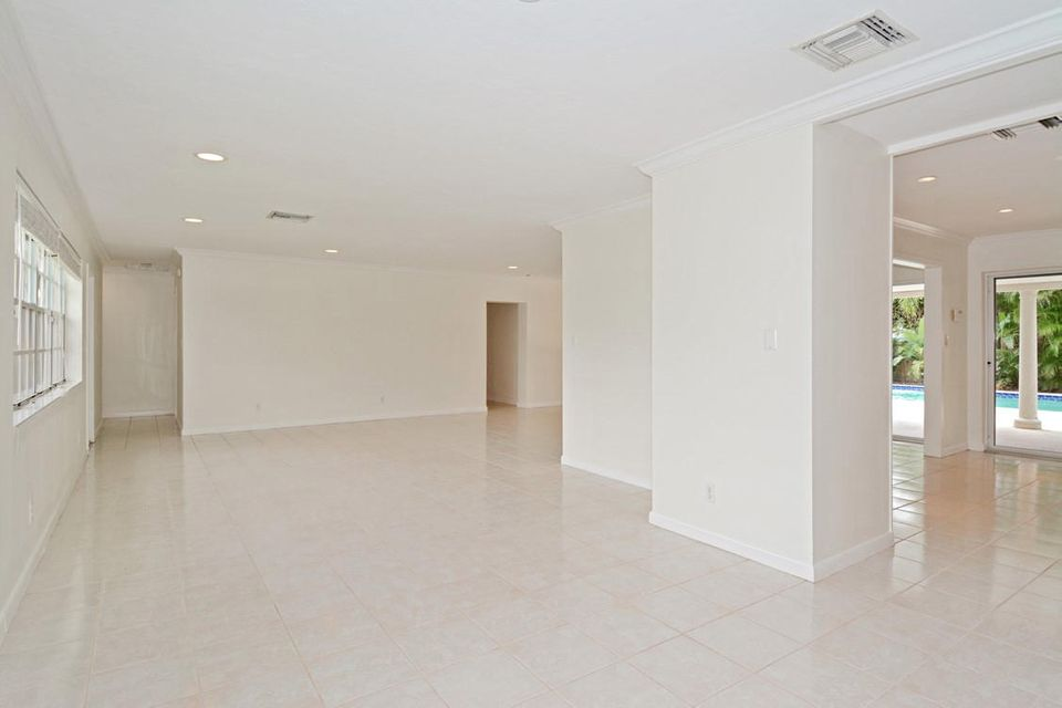 Additional photo for property listing at 212 Gray Street  West Palm Beach, Florida 33405 États-Unis