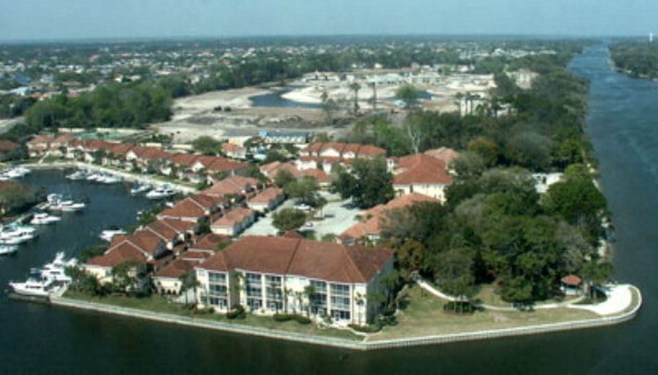 Additional photo for property listing at 2 Marina Point Place 2 Marina Point Place Palm Coast, Florida 32137 États-Unis