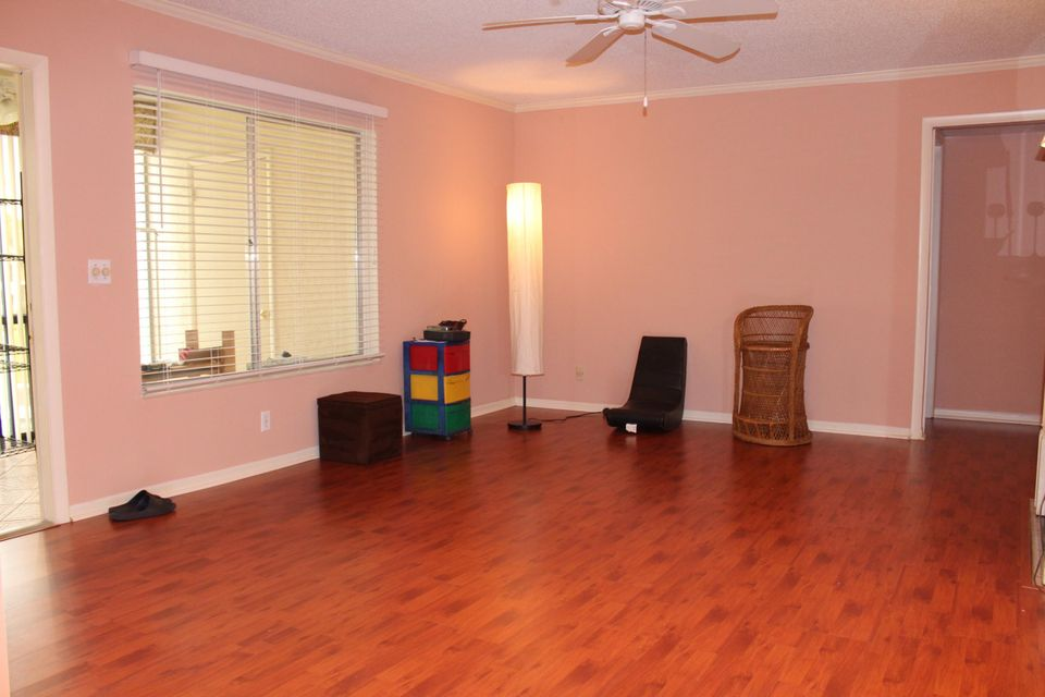 Additional photo for property listing at 129 Lake Pine Circle  Greenacres, Florida 33463 United States