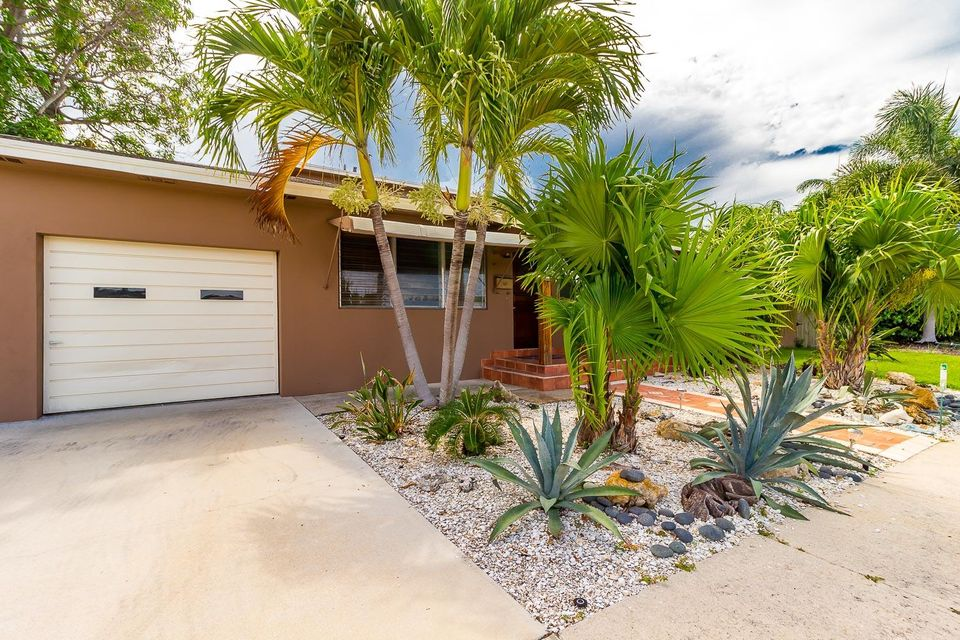 Additional photo for property listing at 303 Cornell Drive  Lake Worth, Florida 33460 Estados Unidos