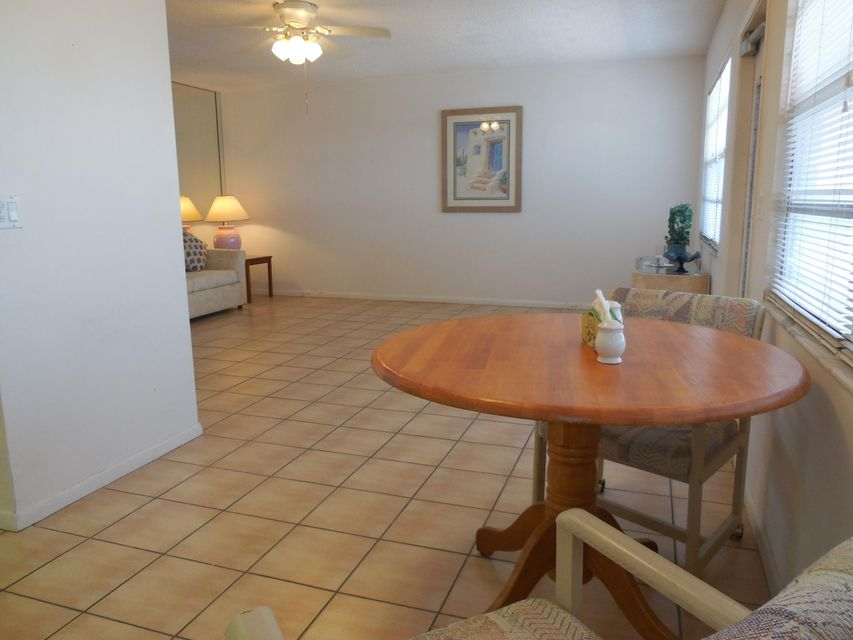 Additional photo for property listing at 427 Wellington G 427 Wellington G West Palm Beach, Florida 33417 Estados Unidos