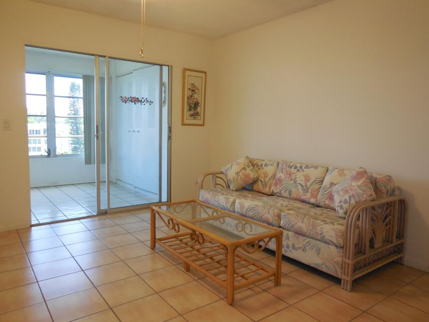 Additional photo for property listing at 427 Wellington G 427 Wellington G West Palm Beach, Florida 33417 United States