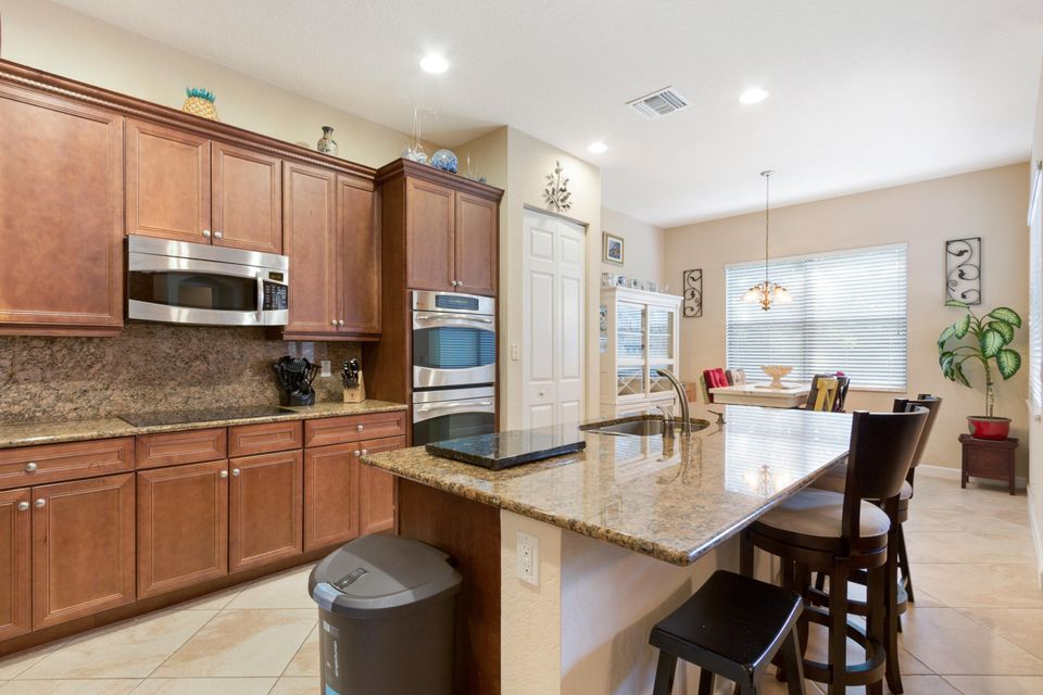 16003 Rosecroft Terrace Delray Beach FL 33446 - photo 2