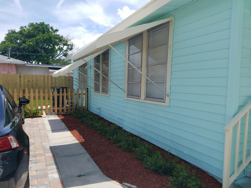 Additional photo for property listing at 611 7th Avenue N  Lake Worth, Florida 33460 Estados Unidos