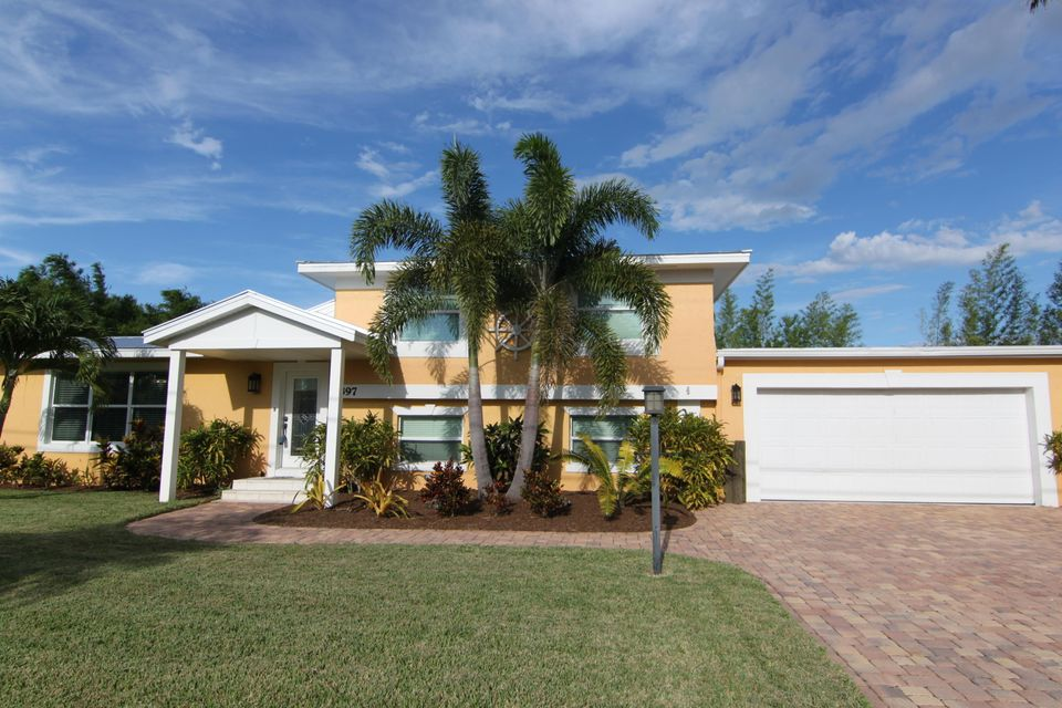 Maison unifamiliale pour l Vente à 397 SW Riverway Boulevard Palm City, Florida 34990 États-Unis
