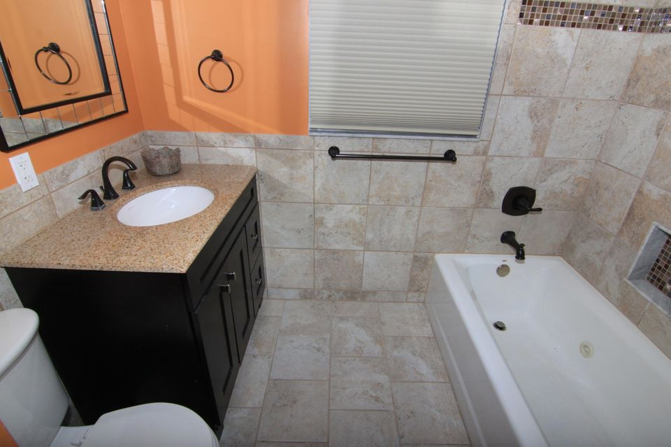 Additional photo for property listing at 397 SW Riverway Boulevard 397 SW Riverway Boulevard Palm City, Florida 34990 United States