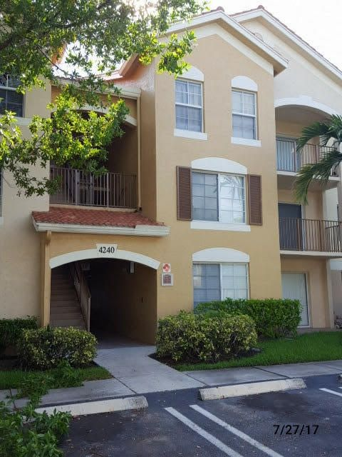 Co-op / Condominio por un Venta en 4240 San Marino Boulevard West Palm Beach, Florida 33409 Estados Unidos