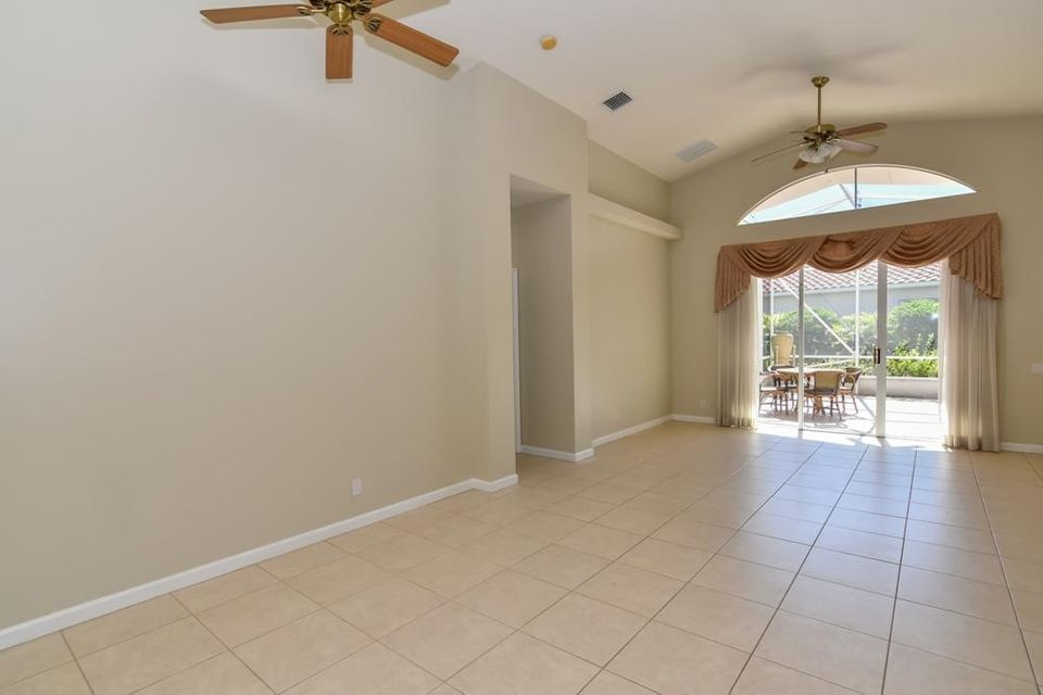 Additional photo for property listing at 301 NW Sea Crest Court 301 NW Sea Crest Court Port St. Lucie, Florida 34986 United States