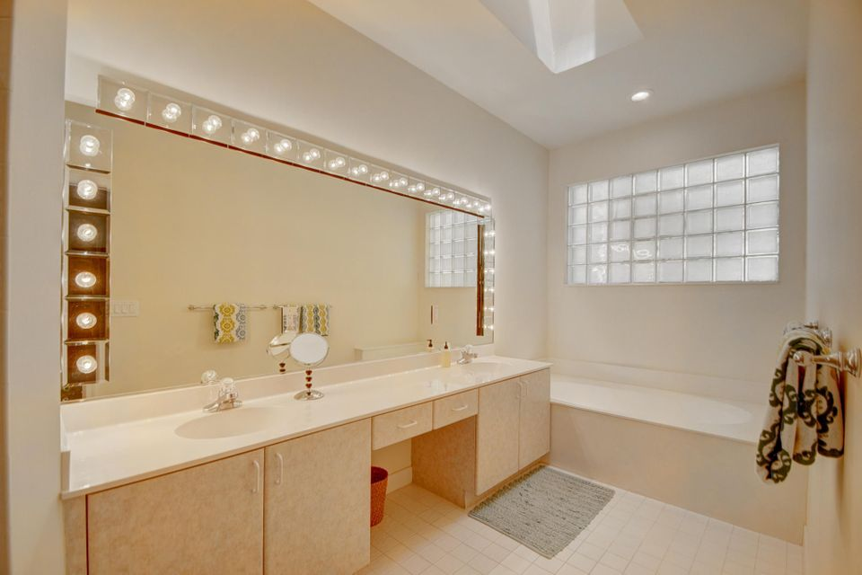 Additional photo for property listing at 2486 NW 67th Street  Boca Raton, Florida 33496 États-Unis
