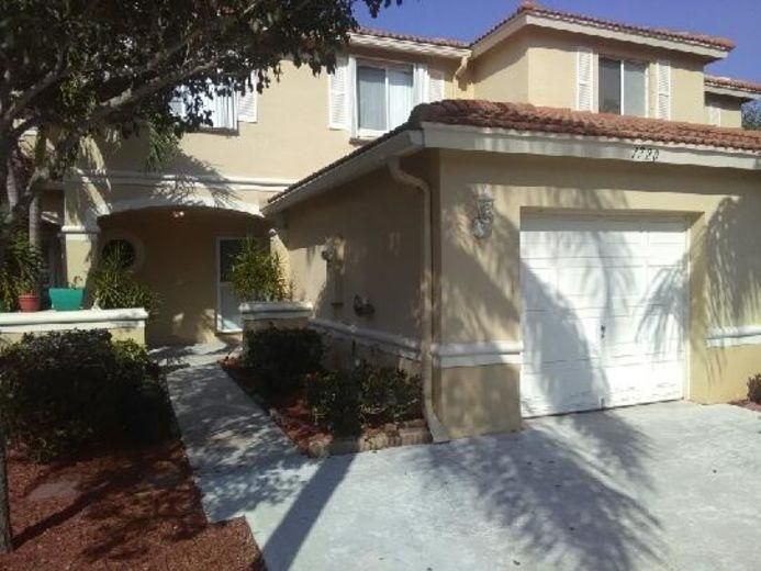 Townhouse for Sale at 1027 Arezzo Circle Boynton Beach, Florida 33436 United States