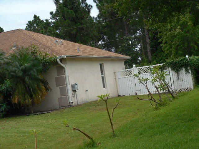 Additional photo for property listing at 156 SW De Gouvea Terrace 156 SW De Gouvea Terrace Port St. Lucie, Florida 34984 Estados Unidos