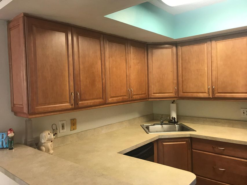 Additional photo for property listing at 3915 Village Drive 3915 Village Drive Delray Beach, Florida 33445 Estados Unidos