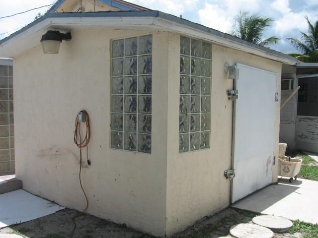 Additional photo for property listing at 145 N Palm Drive  Boynton Beach, Florida 33435 United States