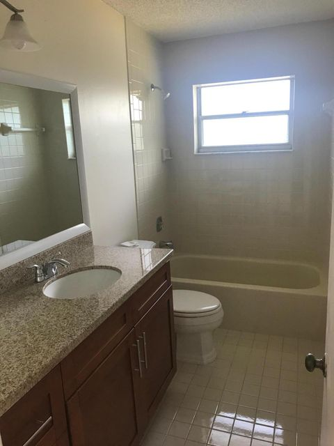 Additional photo for property listing at 500 SE 26th Avenue  Boynton Beach, Florida 33435 États-Unis