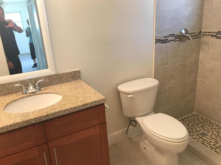 Additional photo for property listing at 500 SE 26th Avenue  Boynton Beach, Florida 33435 United States