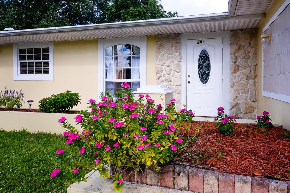 Einfamilienhaus für Verkauf beim 264 NE Mainsail Street Port St. Lucie, Florida 34983 Vereinigte Staaten