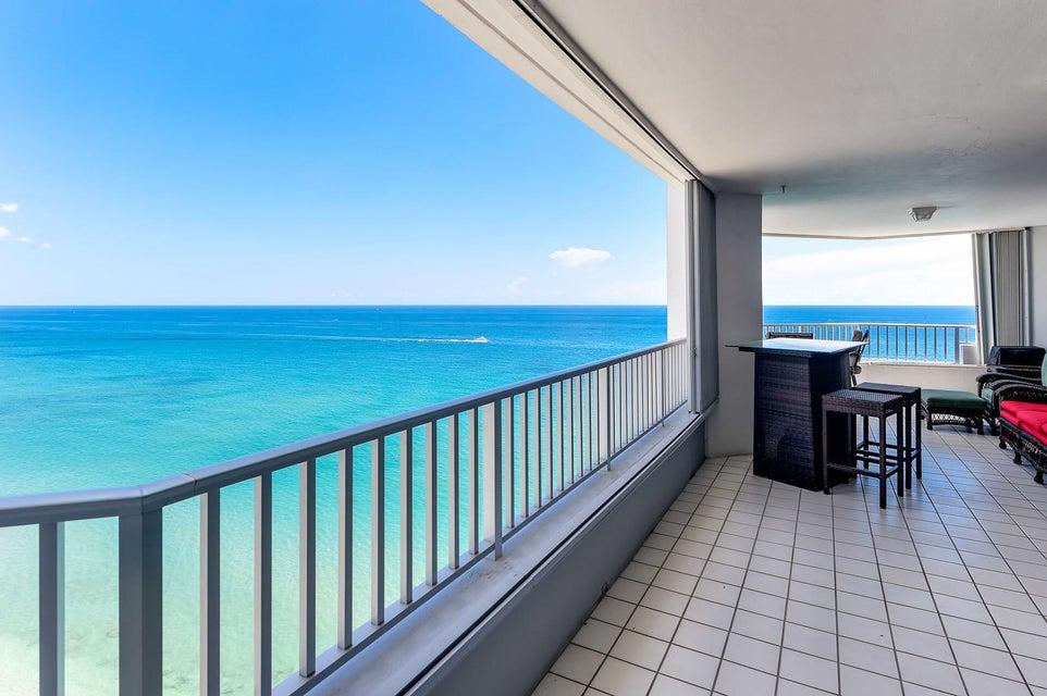 Cooperativa / condomínio para Locação às 5200 N Ocean Drive 5200 N Ocean Drive Singer Island, Florida 33404 Estados Unidos
