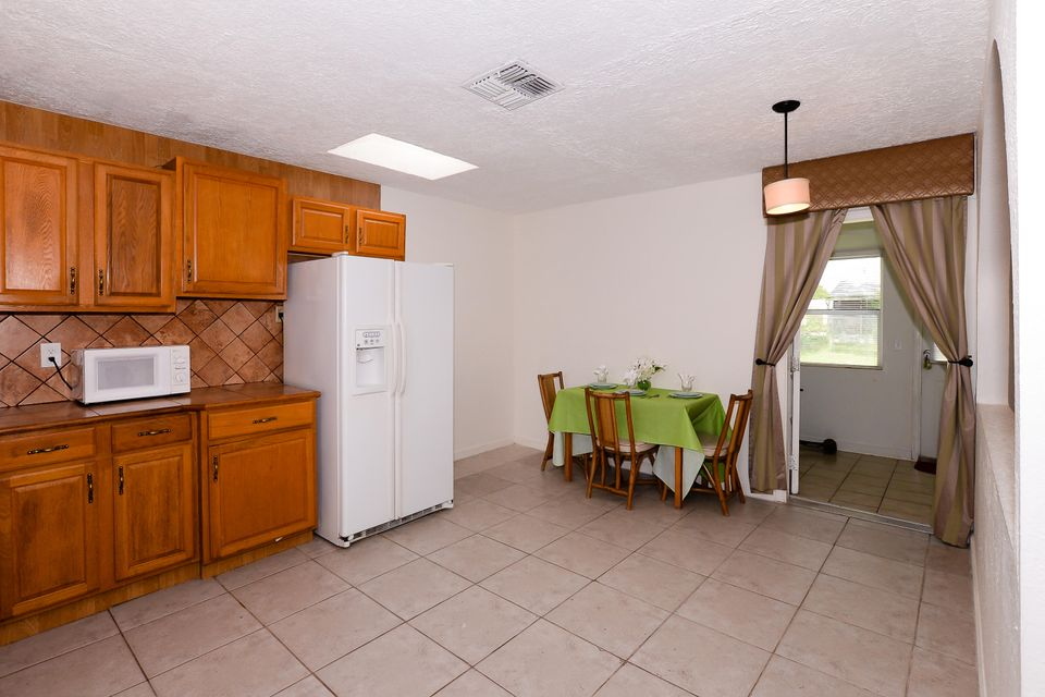 Additional photo for property listing at 264 NE Mainsail Street  Port St. Lucie, Florida 34983 Estados Unidos