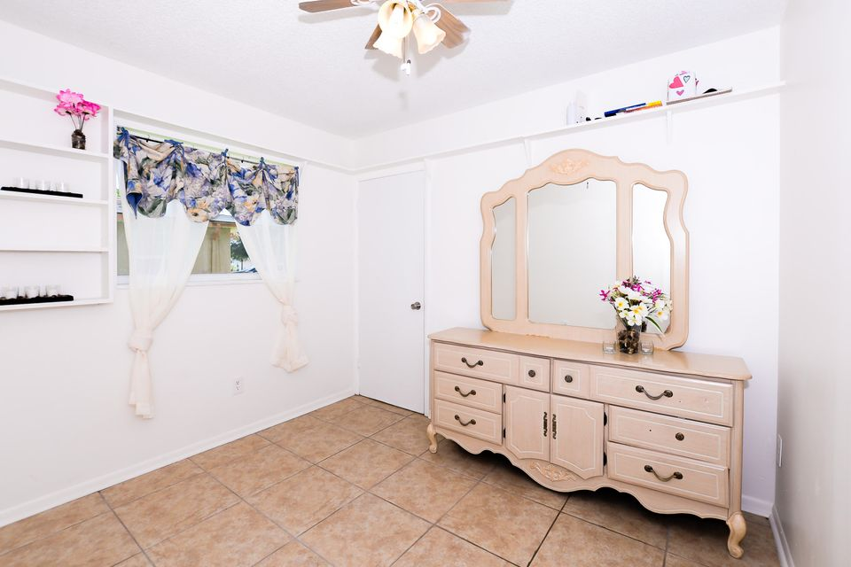 Additional photo for property listing at 264 NE Mainsail Street  Port St. Lucie, Florida 34983 Vereinigte Staaten
