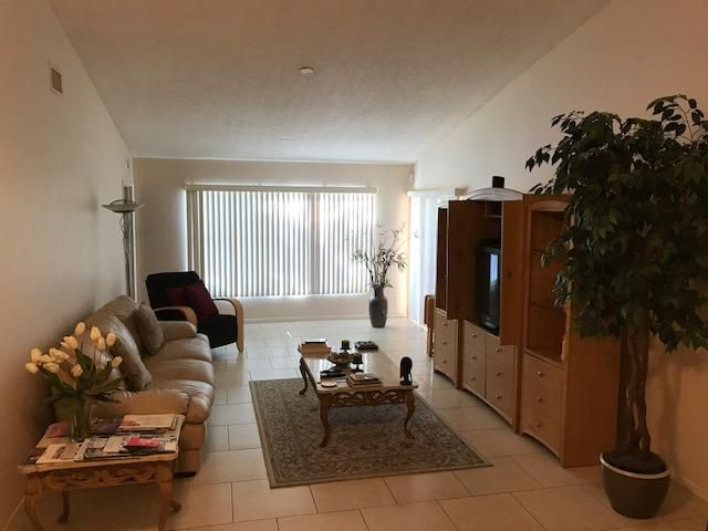Additional photo for property listing at 5089 Willow Pond Road W 5089 Willow Pond Road W West Palm Beach, Florida 33417 United States