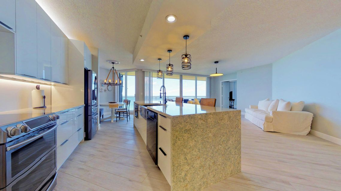 Additional photo for property listing at 3000 N A1a 3000 N A1a Hutchinson Island, Florida 34949 United States