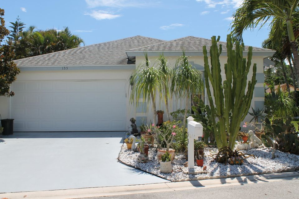 133 Hammocks Court, Greenacres, FL 33413