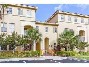 Cooperativa / condomínio para Locação às 130 Jacaranda Country Club Drive 130 Jacaranda Country Club Drive Plantation, Florida 33324 Estados Unidos