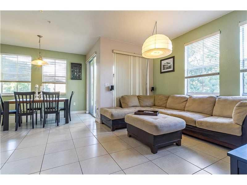 Co-op / Condo for Rent at 130 Jacaranda Country Club Drive Plantation, Florida 33324 United States