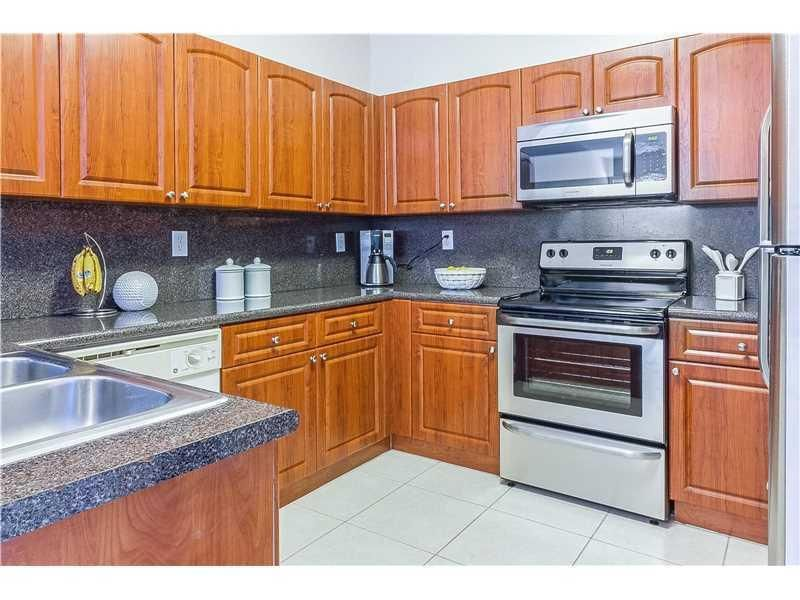 Co-op / Condo للـ Rent في 130 Jacaranda Country Club Drive 130 Jacaranda Country Club Drive Plantation, Florida 33324 United States