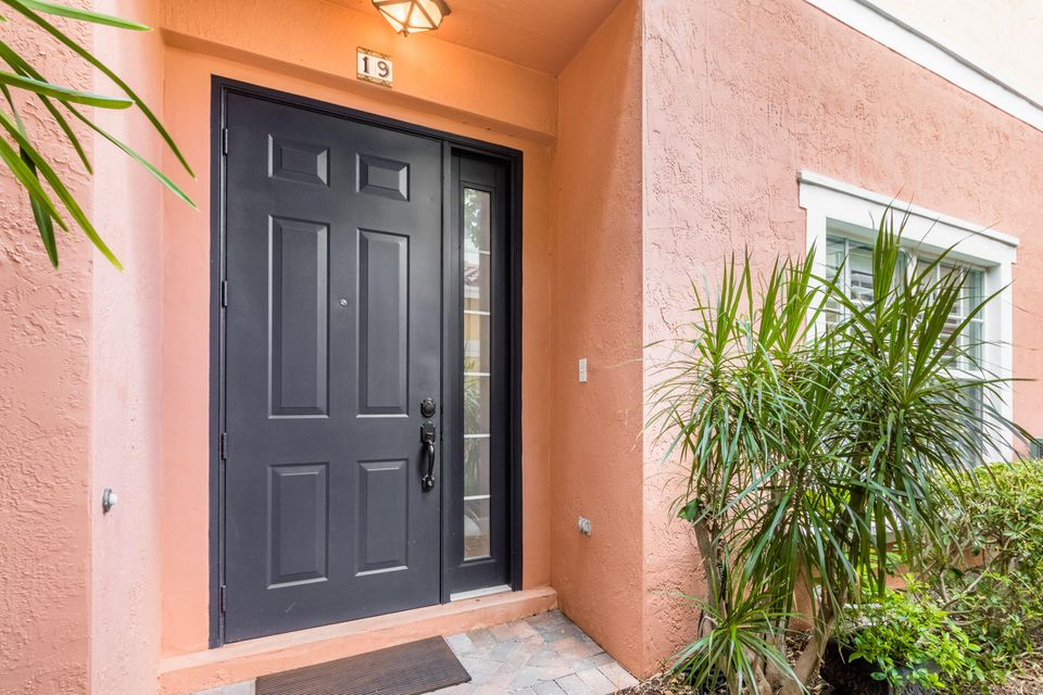 Additional photo for property listing at 290 NE 5th Avenue  Delray Beach, Florida 33483 United States