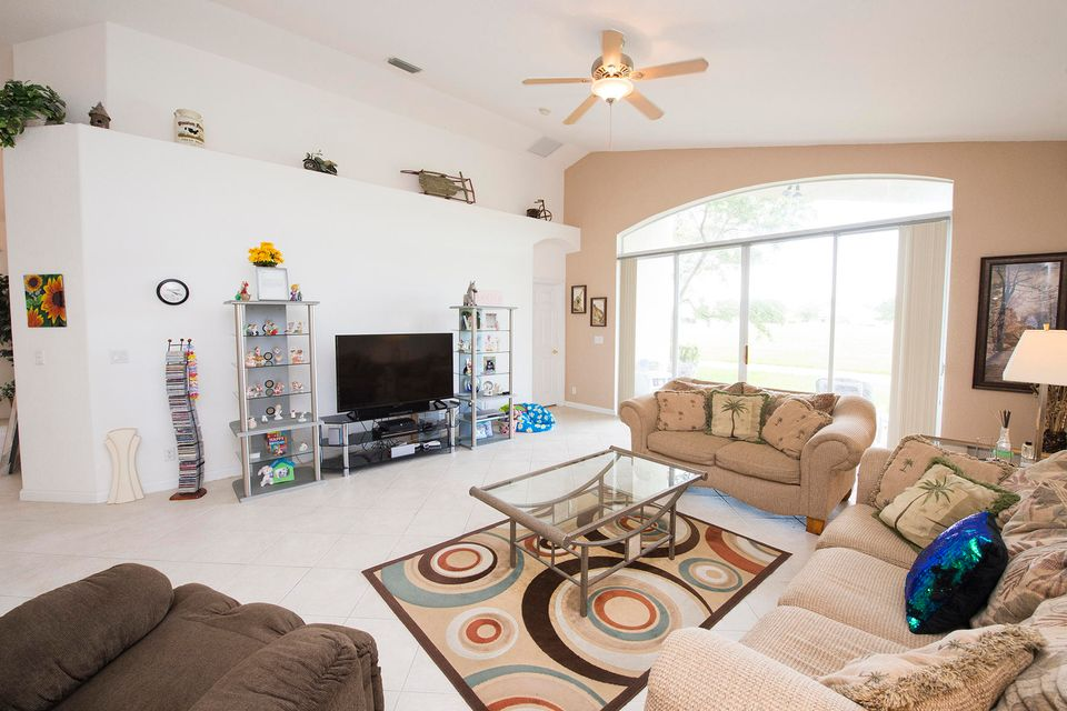 Additional photo for property listing at 697 NW Stanford Lane  Port St. Lucie, Florida 34983 United States