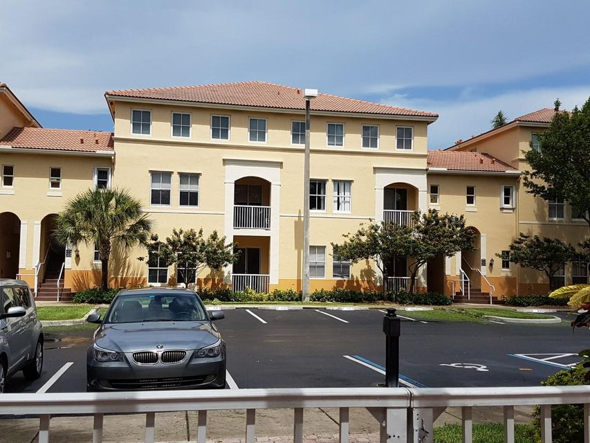 Co-op / Condo للـ Rent في 130 Jacaranda Country Club Drive Plantation, Florida 33324 United States