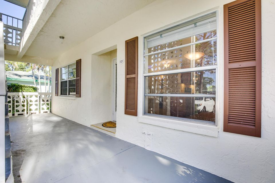 Additional photo for property listing at 5399 Poppy Place  Delray Beach, Florida 33484 États-Unis