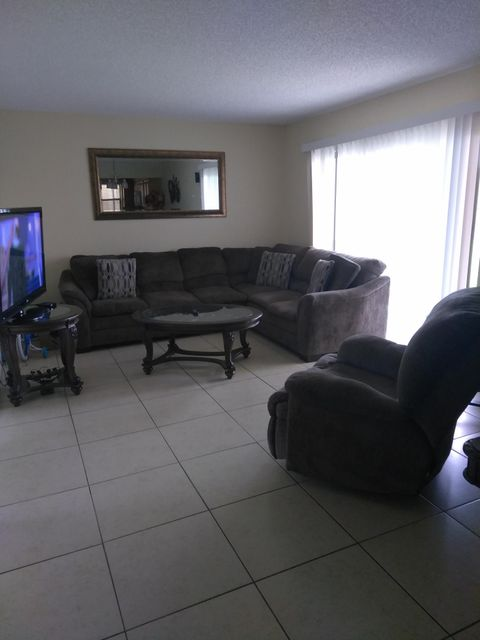 Additional photo for property listing at 1566 Lake Crystal Drive 1566 Lake Crystal Drive West Palm Beach, Florida 33411 United States