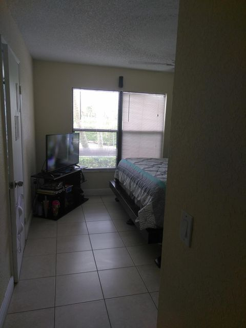 Additional photo for property listing at 1566 Lake Crystal Drive 1566 Lake Crystal Drive West Palm Beach, Florida 33411 Estados Unidos