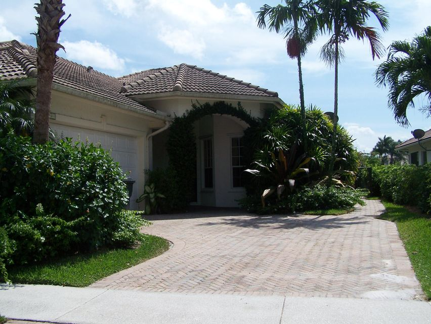 Townhouse for Rent at 2911 Twin Oaks Way 2911 Twin Oaks Way Wellington, Florida 33414 United States
