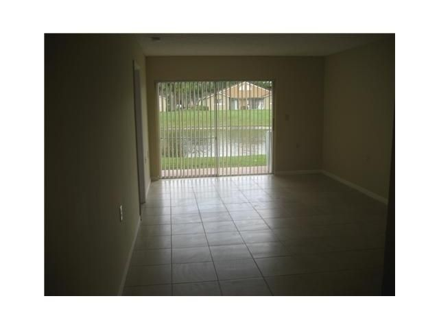 Additional photo for property listing at 1020 Lake Victoria Drive  West Palm Beach, Florida 33411 États-Unis