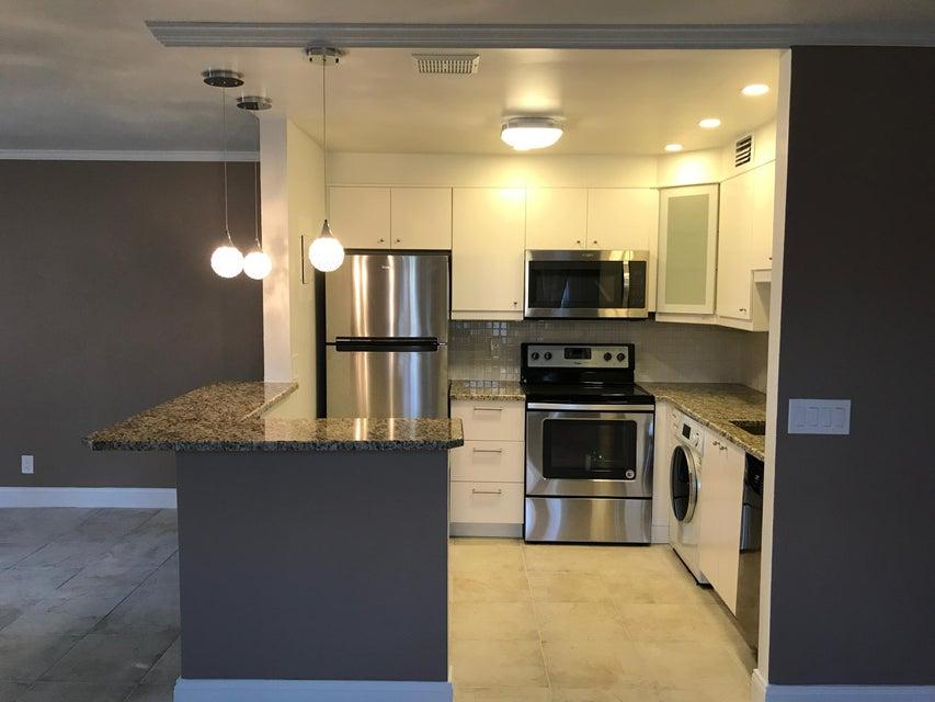 Cooperativa / condomínio para Venda às 471 Saxony J 471 Saxony J Delray Beach, Florida 33446 Estados Unidos