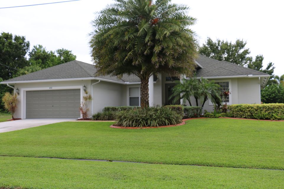 Additional photo for property listing at 490 SW Mccomb Avenue  Port St. Lucie, Florida 34953 États-Unis