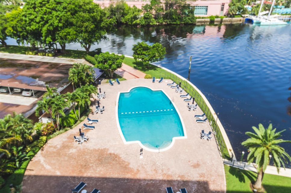 Additional photo for property listing at 701 E Camino Real 701 E Camino Real Boca Raton, Florida 33432 United States