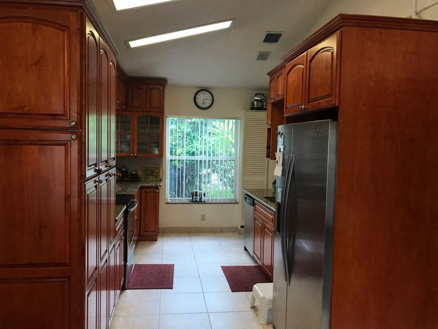 Additional photo for property listing at 3891 Classic Court  West Palm Beach, Florida 33417 United States