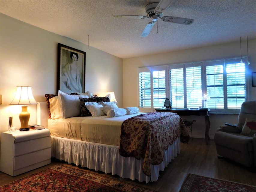 Additional photo for property listing at 15 Stratford Drive 15 Stratford Drive Boynton Beach, Florida 33436 États-Unis
