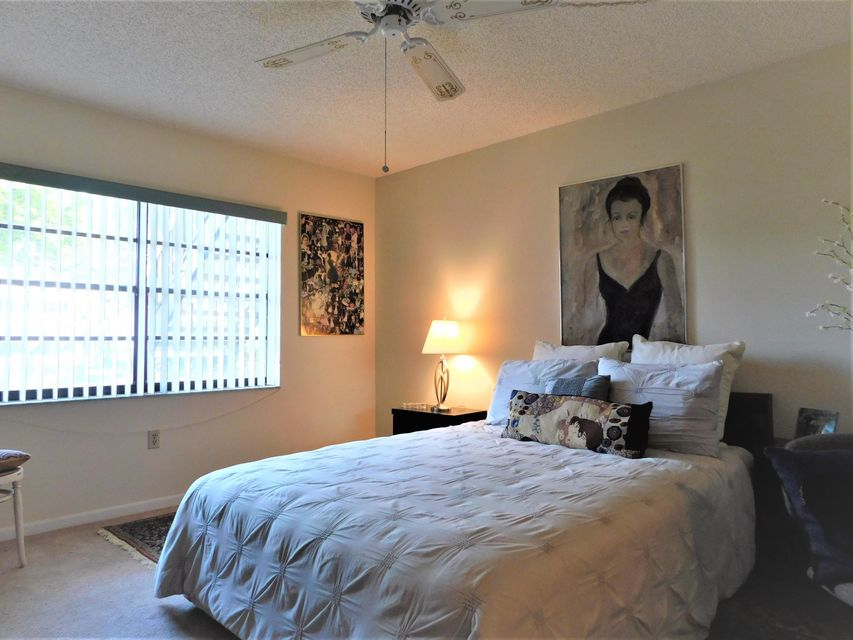 Additional photo for property listing at 15 Stratford Drive 15 Stratford Drive Boynton Beach, Florida 33436 Estados Unidos